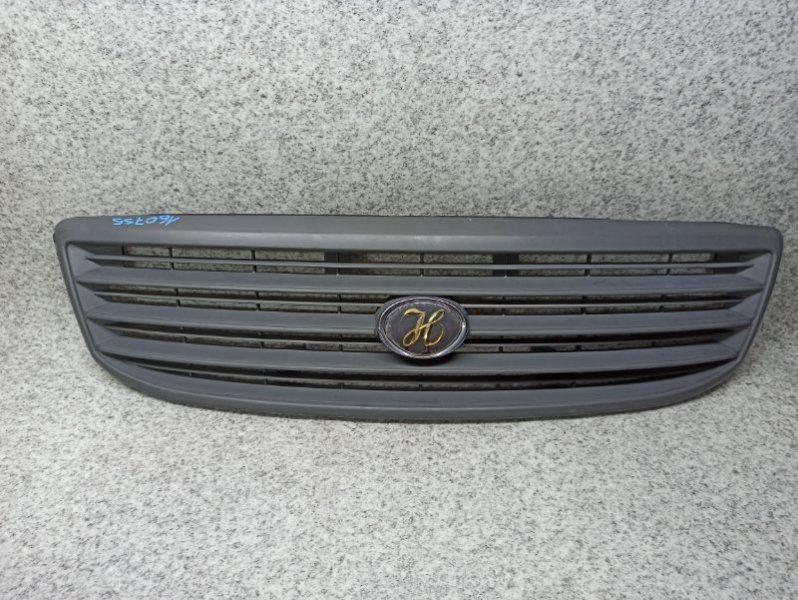 Решетка радиатора Toyota Hiace RZH100 передняя