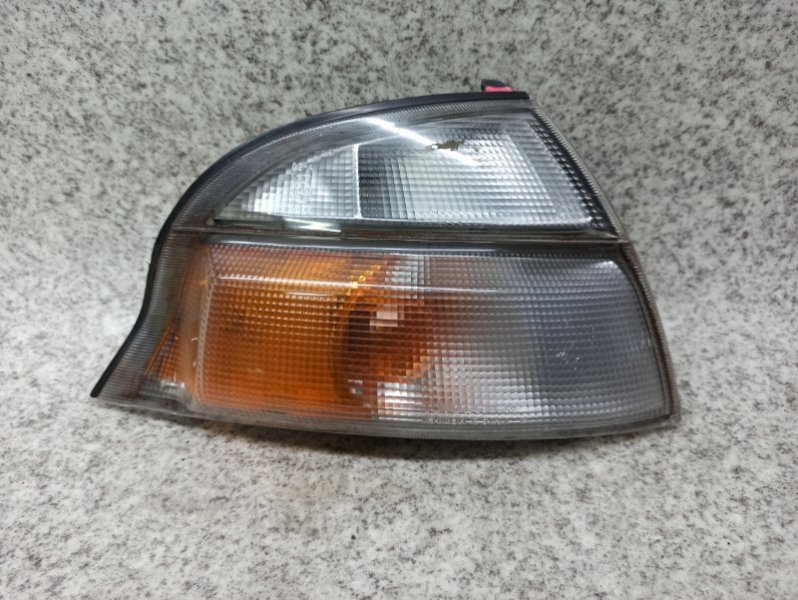 Габарит Toyota Granvia KCH16 передний правый