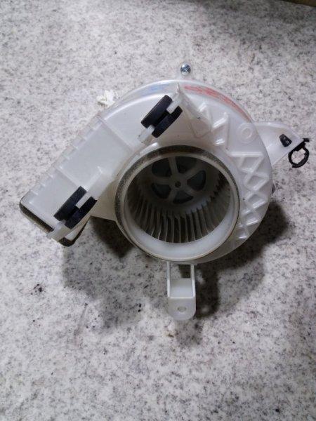 Мотор охлаждения батареи Toyota Prius ZVW30 задний