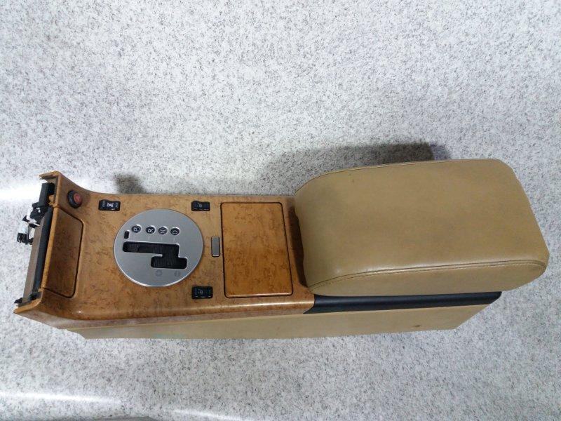 Бардачок между сиденьями Nissan Stagea M35