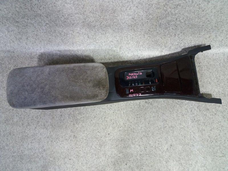 Бардачок между сиденьями Toyota Crown Majesta JZS147