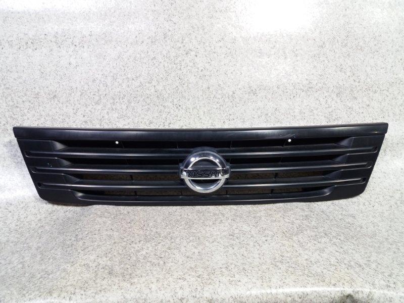 Решетка радиатора Nissan Caravan VPE25 передняя