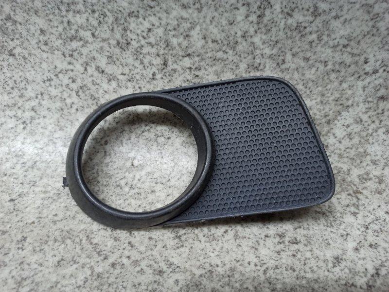 Ободок туманки Toyota Wish ZNE10 передний правый