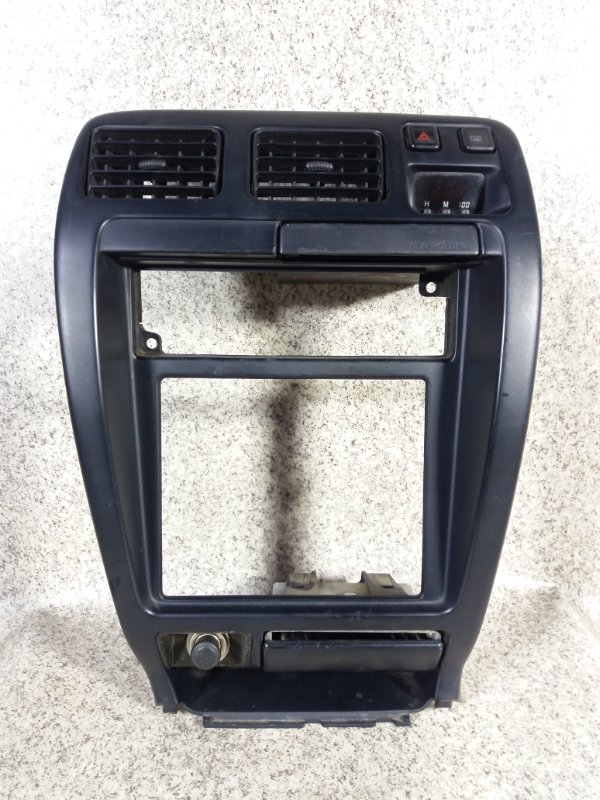Консоль магнитофона Toyota Hilux Surf KDN185