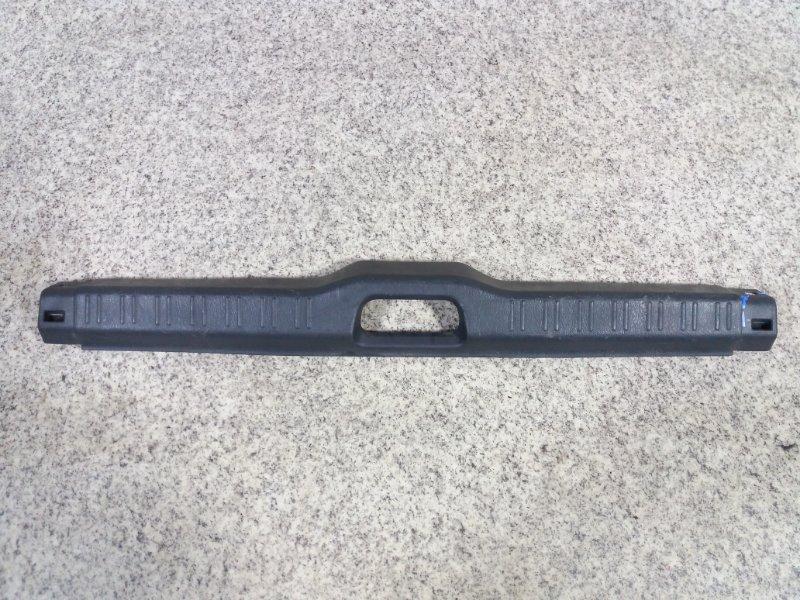 Накладка замка багажника Toyota Corolla EE111