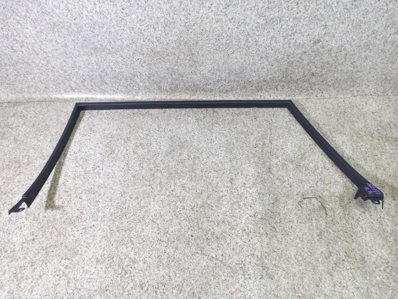 Уплотнение дверное Toyota Crown JZS171 заднее правое