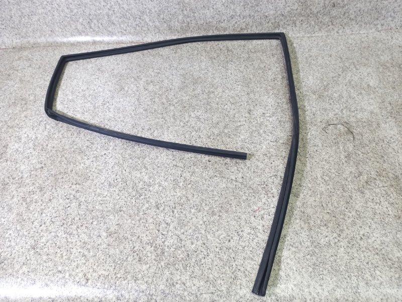 Уплотнение Toyota Ipsum ACM21 заднее правое