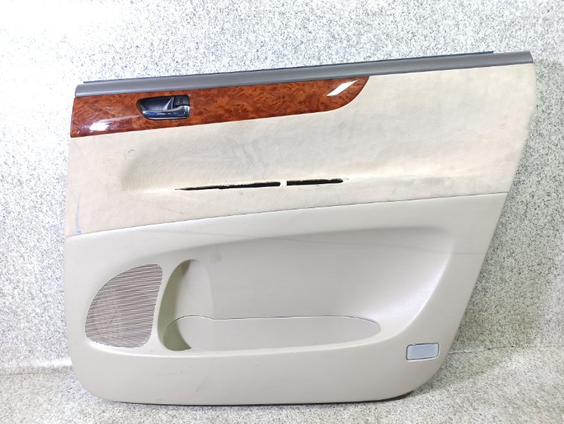 Обшивка дверей Toyota Ipsum ACM21 задняя правая