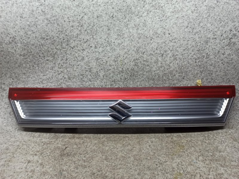 Вставка между стопов Suzuki Solio MA15S задняя