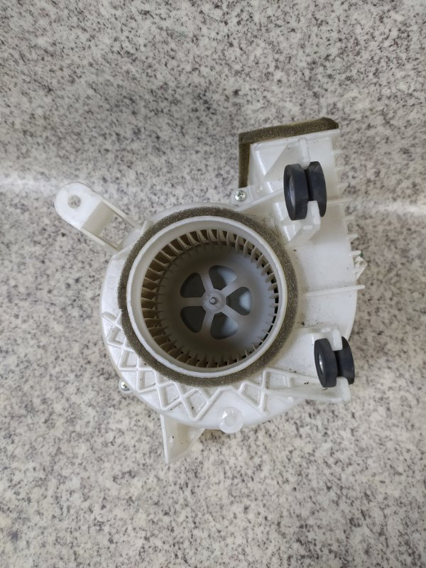 Мотор охлаждения батареи Toyota Prius ZVW30