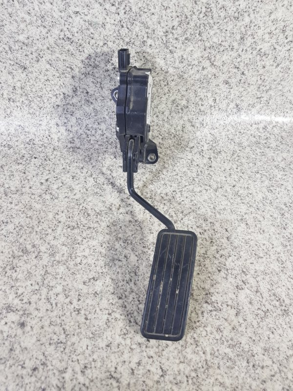 Педаль подачи топлива Subaru Impreza GP2
