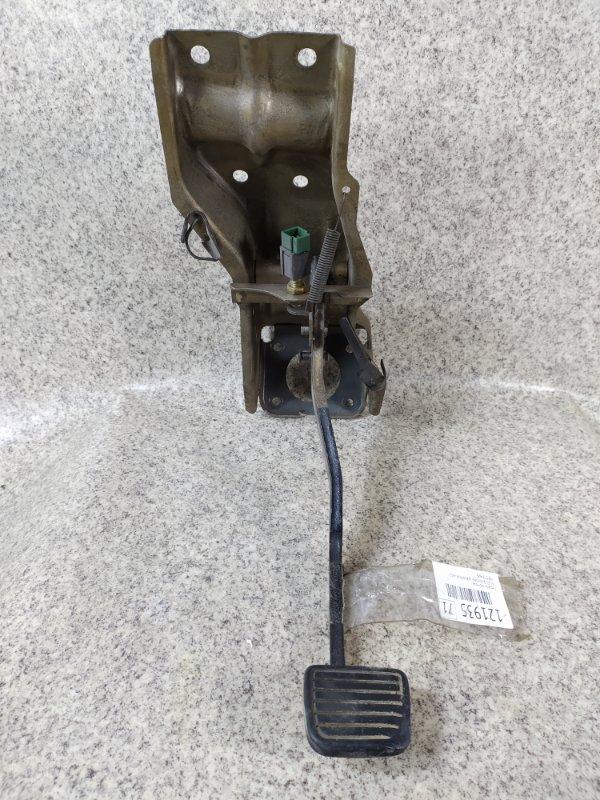 Педаль тормоза Isuzu Bighorn UBS69GW 4JG2