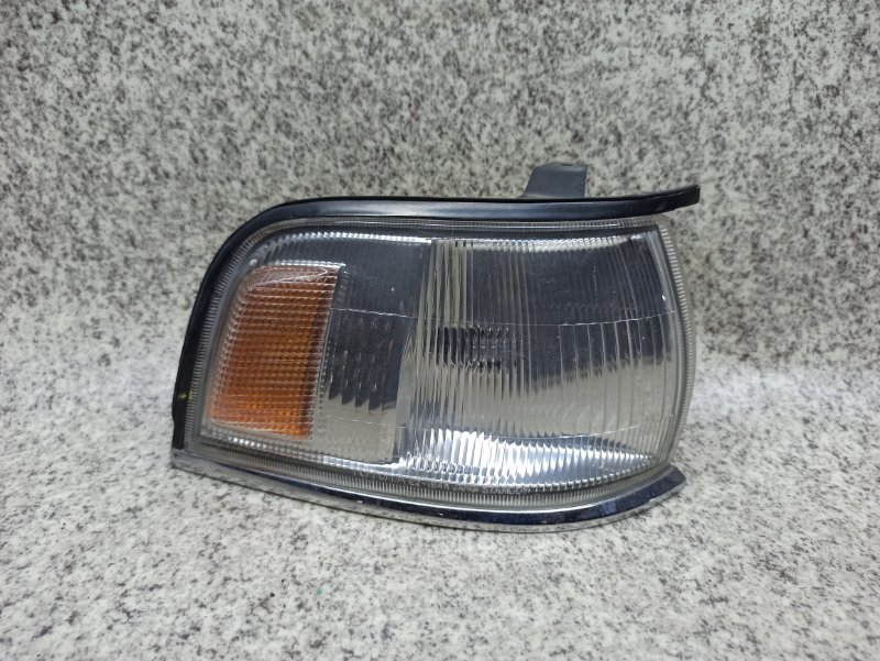 Габарит Toyota Cresta SX80 передний правый
