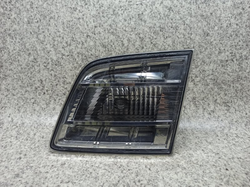 Вставка между стопов Mazda Mpv LY3P задняя правая