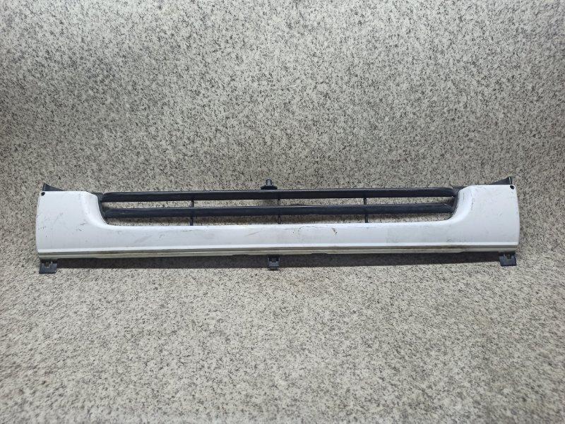 Решетка радиатора Nissan Atlas R4F23