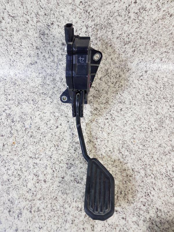 Педаль подачи топлива Toyota Aqua NHP10
