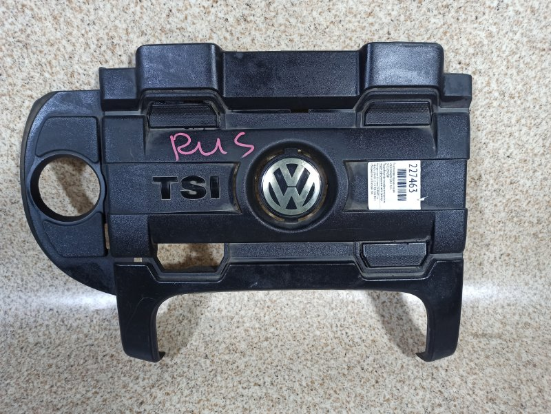 Пластиковая крышка на двс Volkswagen Golf 1K5