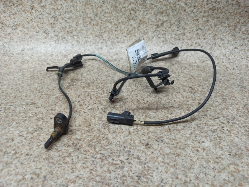 Датчик abs Toyota Porte NCP141 передний правый