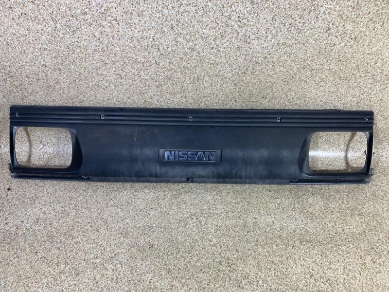 Решетка радиатора Nissan Vanette SS58VN 1994