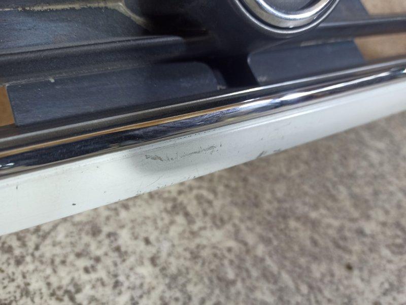 Решетка радиатора Nissan Prairie M11 передняя