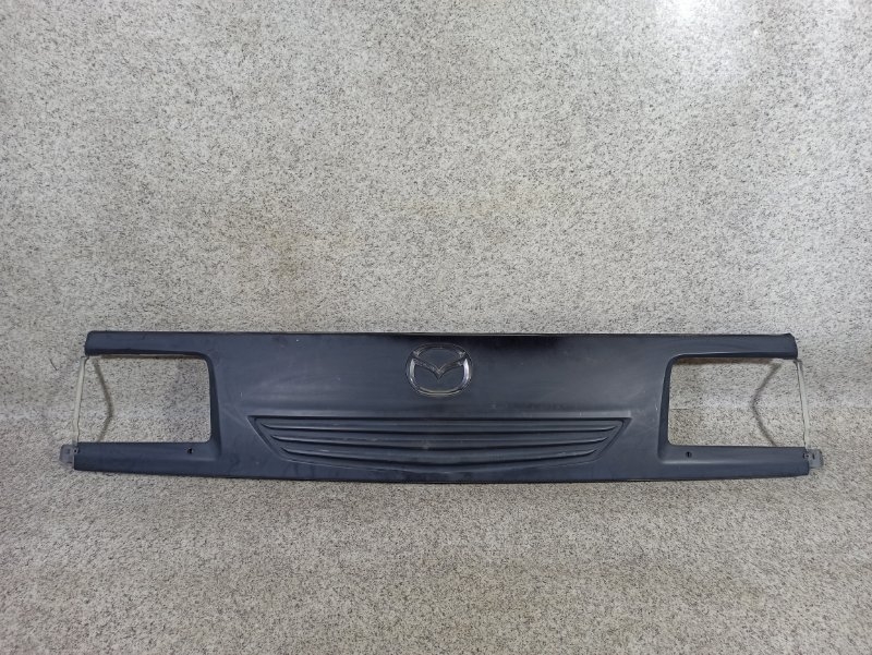 Решетка радиатора Mazda Bongo Brawny SKE6V 2008 передняя
