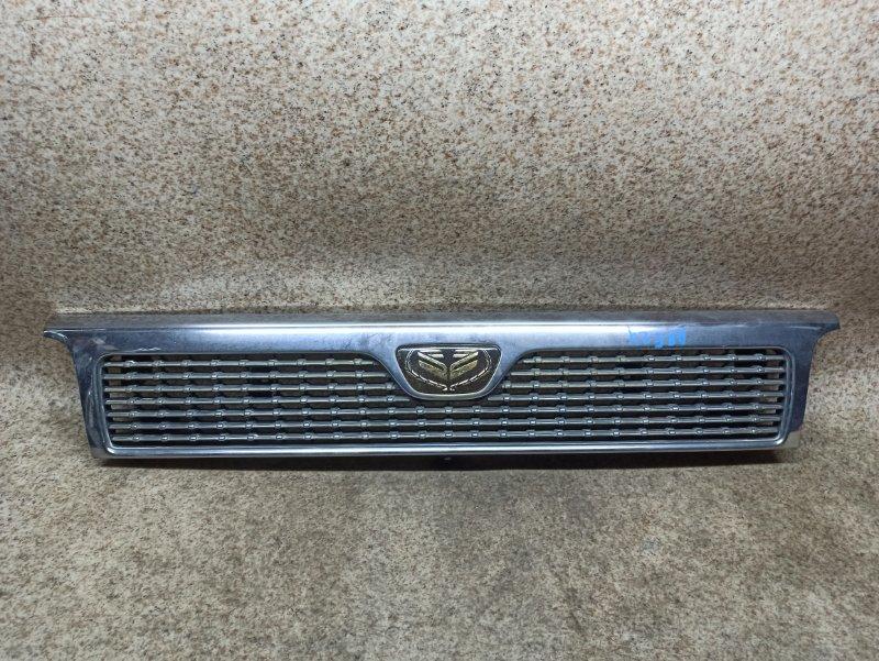 Решетка радиатора Nissan Caravan ARE24