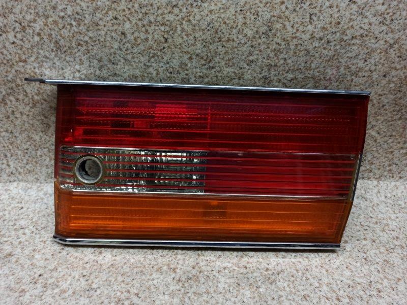 Вставка между стопов Toyota Crown GS151 1999 задняя правая