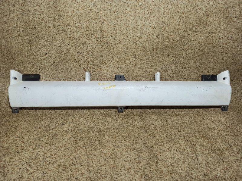Решетка радиатора Nissan Atlas F23