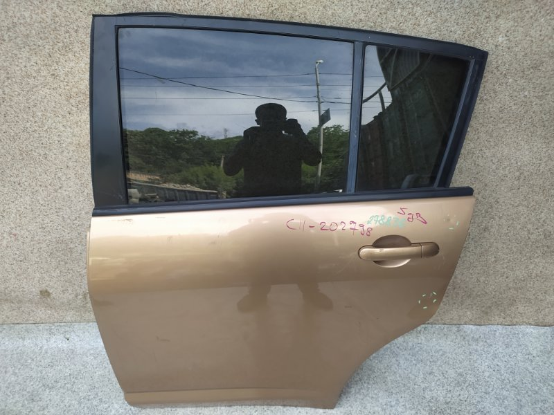 Дверь Nissan Tiida C11 задняя левая
