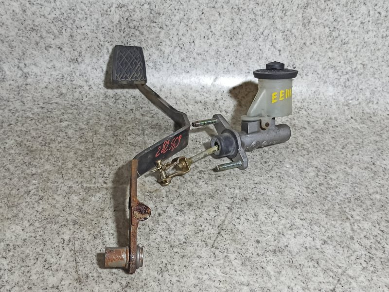 Главный цилиндр сцепления Toyota Sprinter EE111