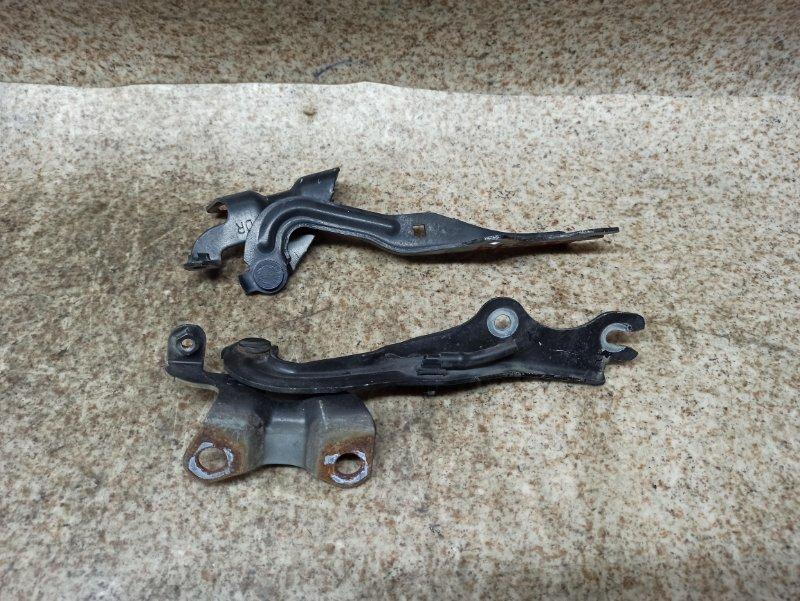 Петля капота Mazda Demio DY3W