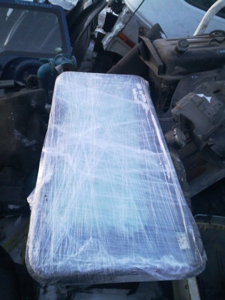 Стекло Isuzu Forward FRR35 6HL1 2003 заднее