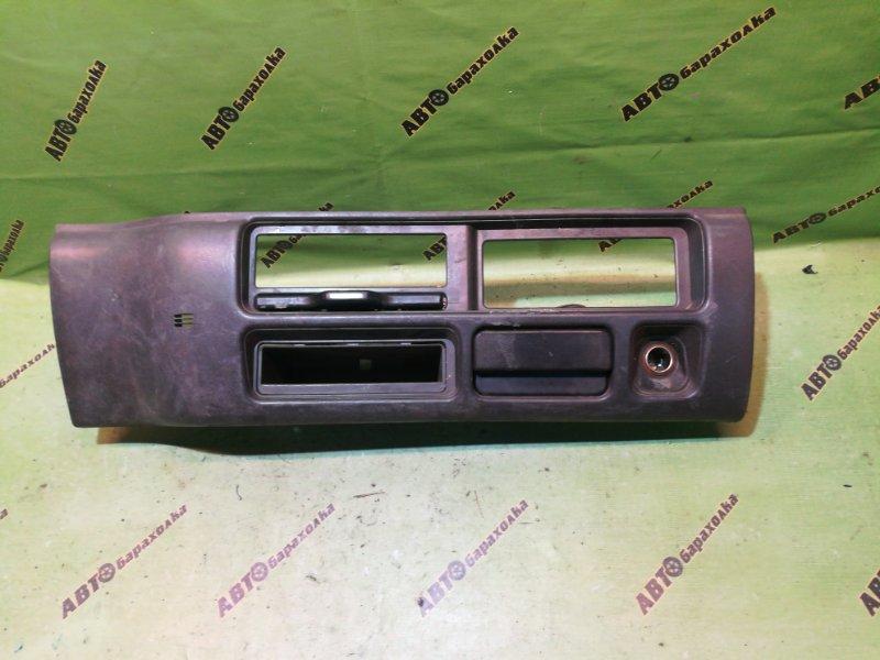 Консоль магнитофона Nissan Atlas APR71