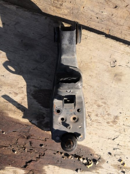 Рычаг Mazda Titan SYF6T RF правый нижний