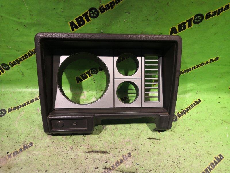 Консоль щитка приборов Nissan Atlas AMF22 TD27