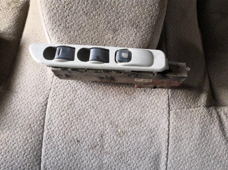 Пульт стеклоподъемника Mitsubishi Canter FB70 4M40 2002 передний правый