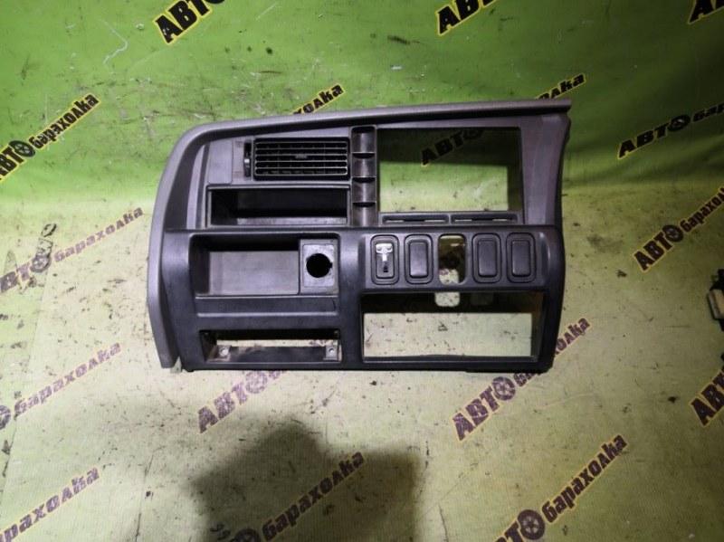 Консоль магнитофона Mitsubishi Fuso FK61 6D14 1999