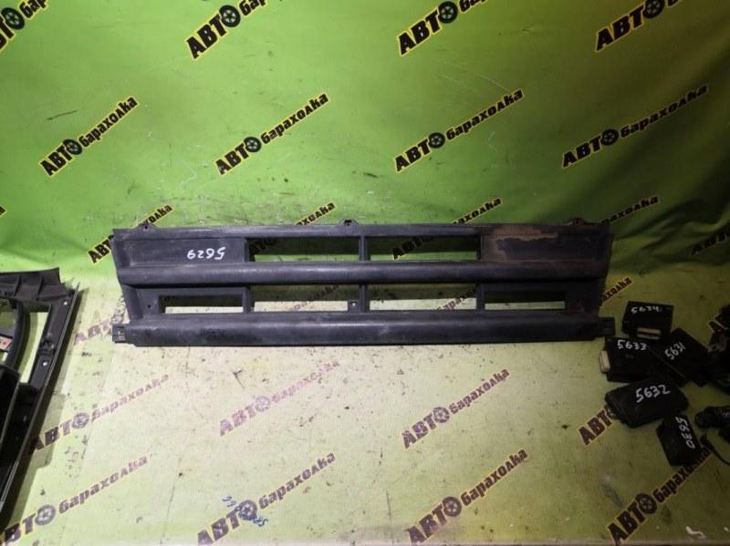Решетка радиатора Mitsubishi Fuso FK61 6D14 1999