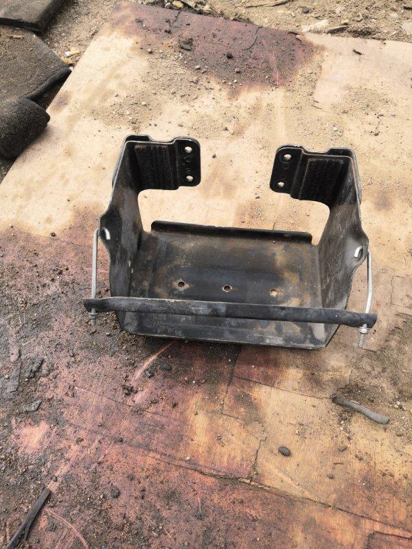Крепление аккумулятора Toyota Dyna TRY220 1TR 2012