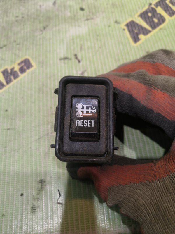 Кнопка Isuzu Elf NKR81-7031256 4HL1 2005