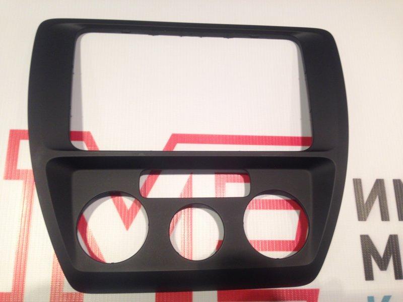 Рамка магнитолы Volkswagen Jetta VI 1.6 CFN CFNA 105 Л.С. 2015