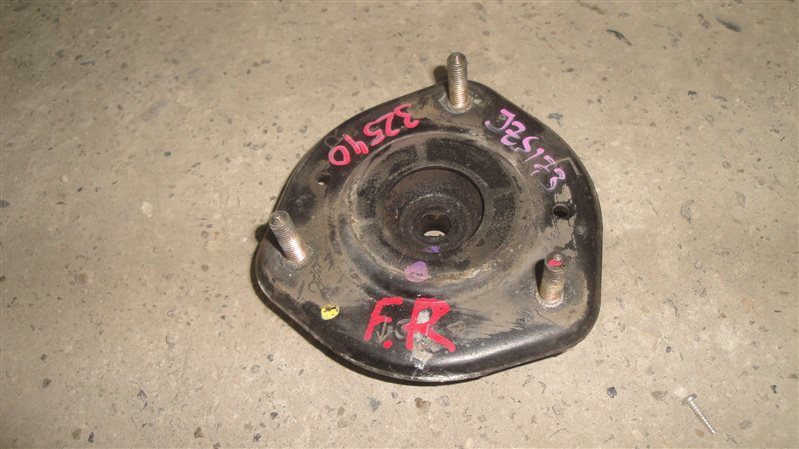 Чашка опоры амортизатора Toyota Crown Athlete JZS173 передняя правая