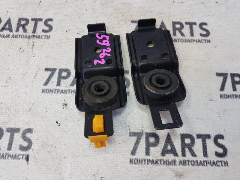 Крепление радиатора Subaru Impreza GG2