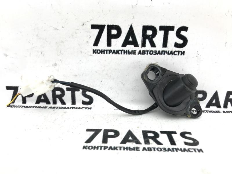 Кнопка открывания багажника Mazda Premacy CREW LF-VE 2007