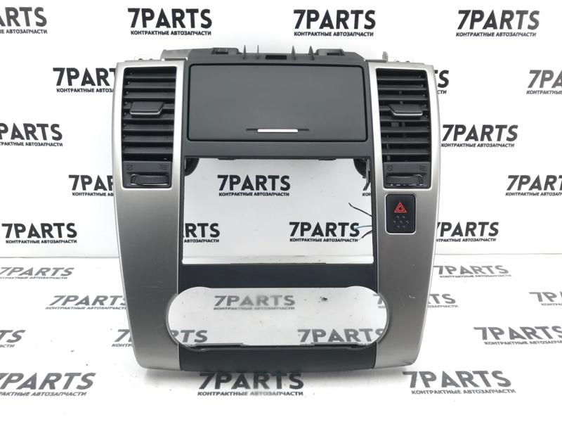 Консоль магнитофона Nissan Tiida C11 HR15DE 2010
