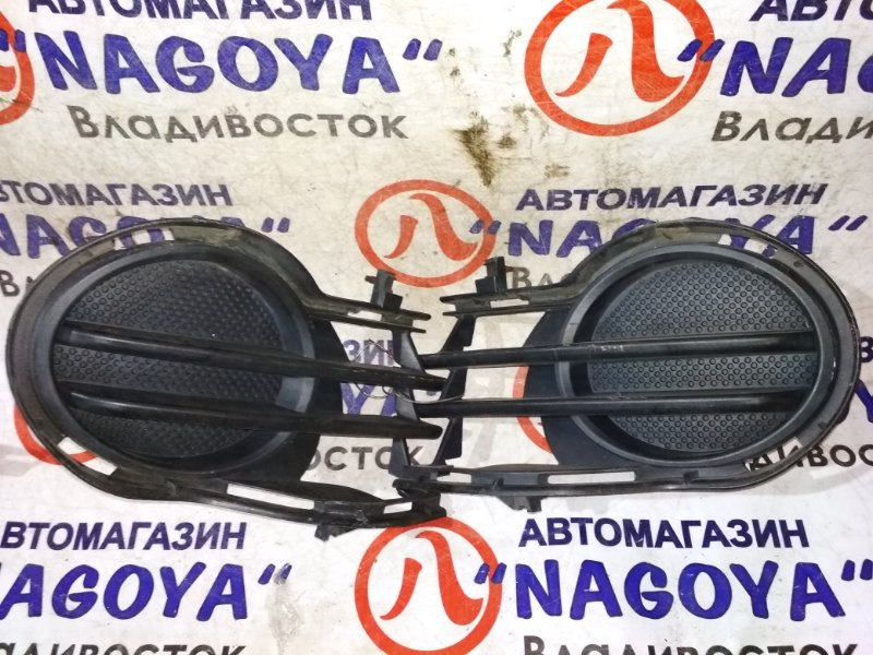 Заглушка бампера Toyota Isis ZNM10 левая