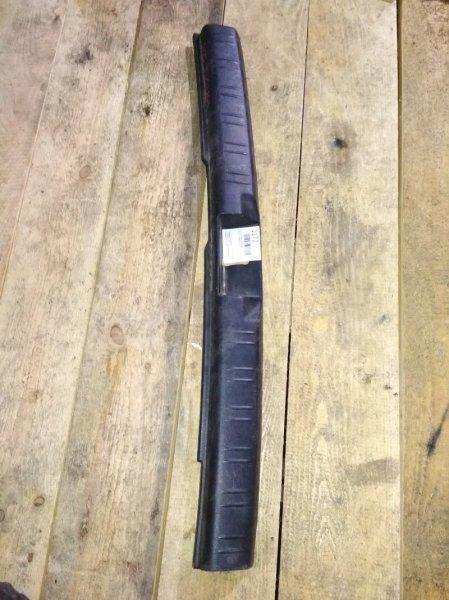 Пластик замка багажника Subaru Forester SG5 задний