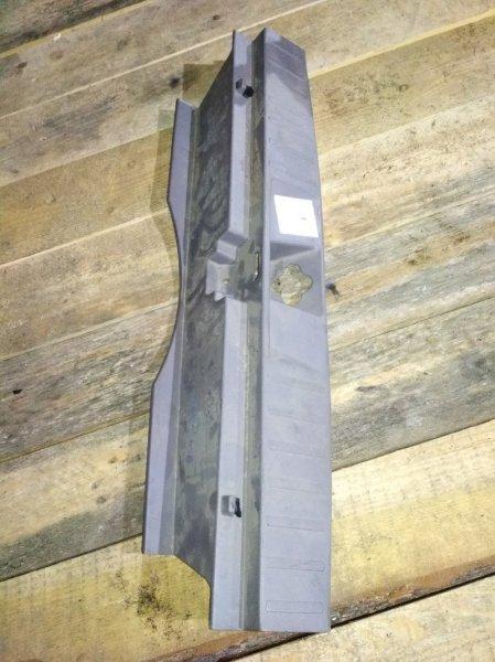 Пластик замка багажника Honda Accord CF6 задний