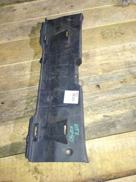 Пластик замка багажника Toyota Vitz KSP90 задний