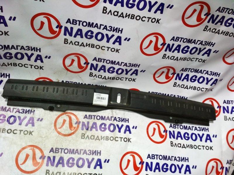 Пластик замка багажника Honda Mobilio Spike GK1 задний